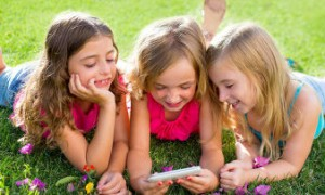Во сколько лет покупать смартфон ребенку?